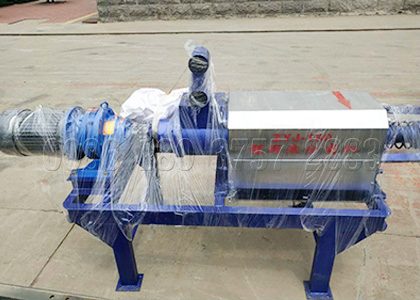 Dewatering machine for cow dung processing