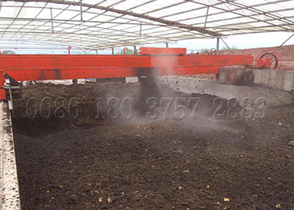 Wheel type manure turner