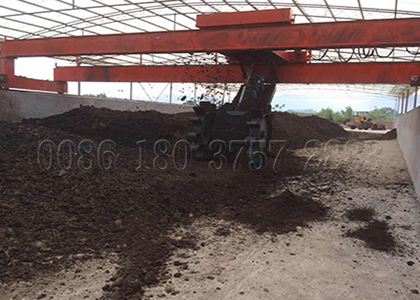 large scale turner machine for composting pig manure