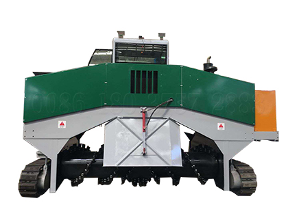 Crawler type horse litter compost turner