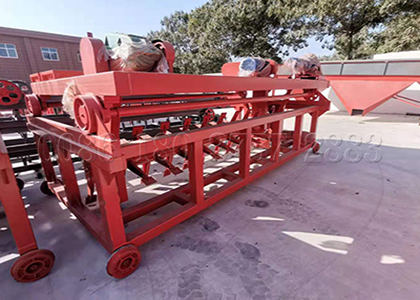 Poultry manure groove composting machine