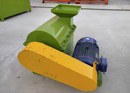 Organic poultry manure compost crushing machine